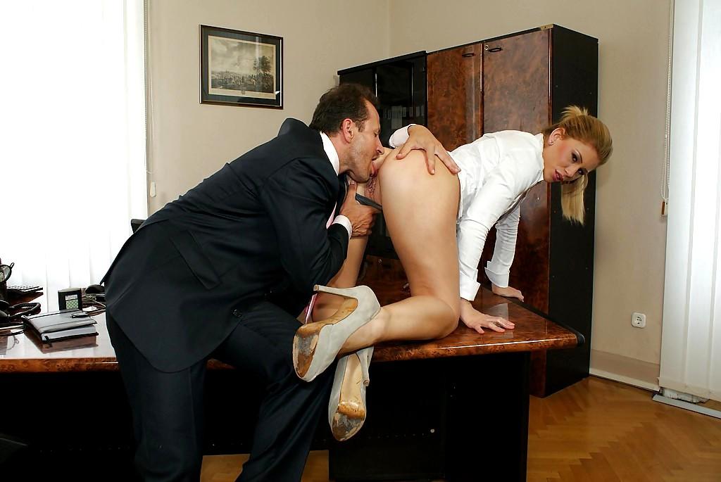 с порно видео секретарши дикий шефом секс