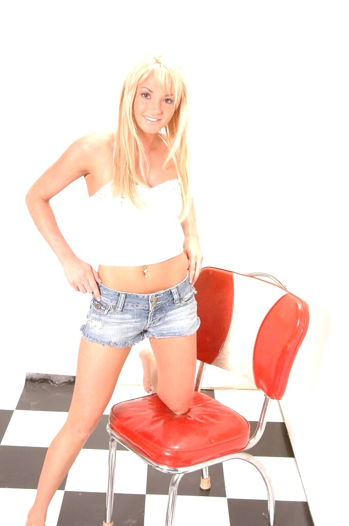 Hot busty blonde 03