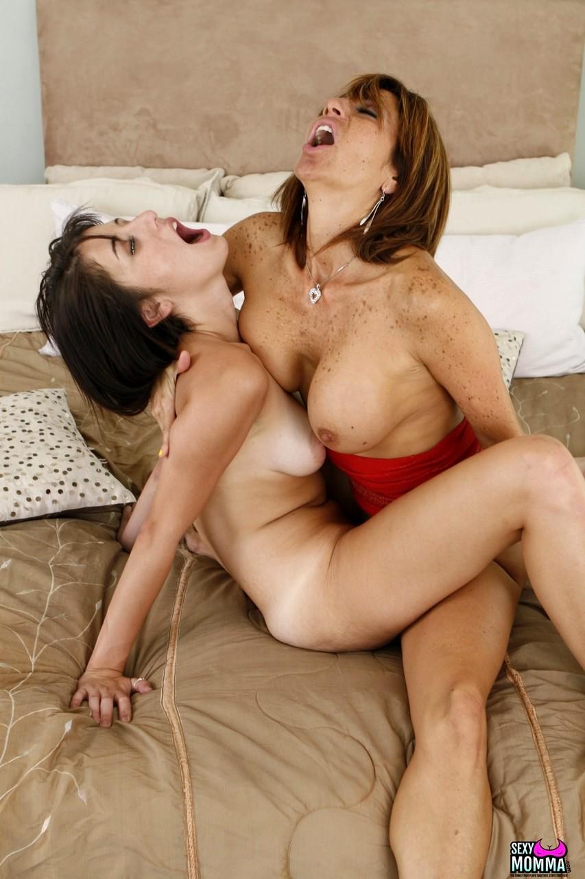 Lesbian Lovers Tribbing