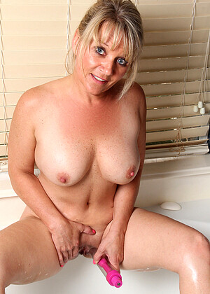 Bobbie Jones