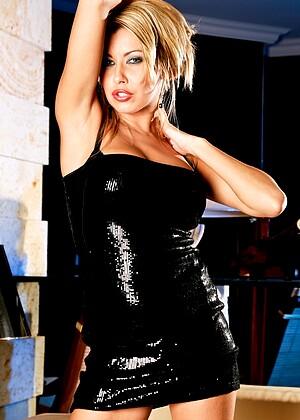 Nikky Blond