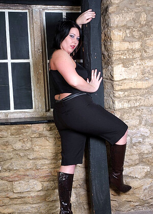 Girlsinleatherboots Model