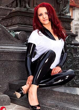 Lara Larsen