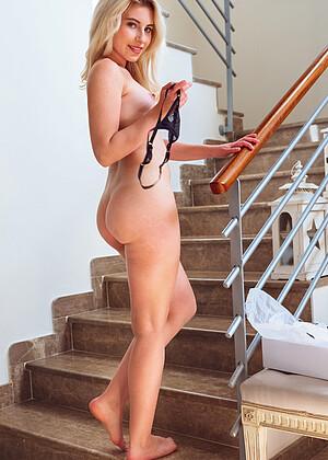 Lilly Bella