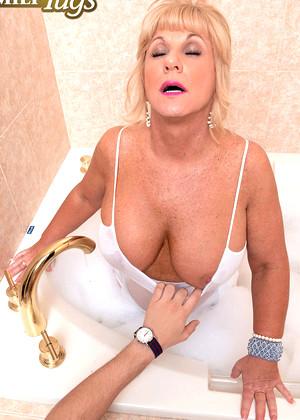 Zena Rey