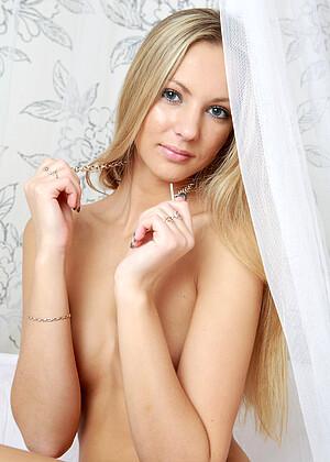 Xandra B