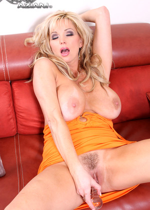 Rachel Aziani Shows Her Bush
