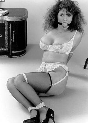 Vintageflasharchive Model