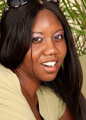 Nina Devon